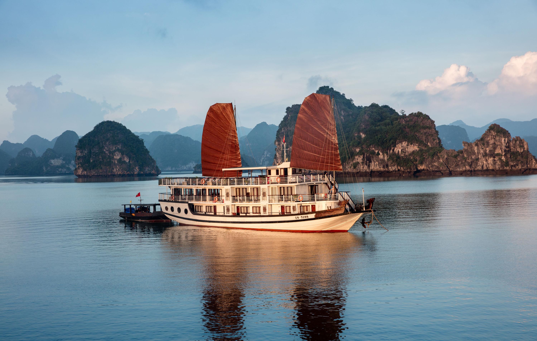 Apricot Premium Cruise Halong